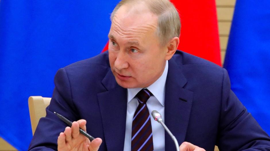 Russlands Präsident Wladimir Putin am Donnerstag bei der ersten Sitzung der Kommission, die die Verfassungsänderungen ausarbeiten soll.
