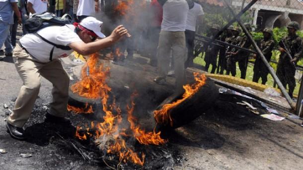 Wütende Proteste nach Militärputsch
