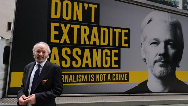 Vater von Assange hofft auf Begnadigung durch Biden