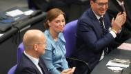 Yvonne Magwas nach ihre Wahl zur Bundestagsvizepräsidentin in der konstituierenden Sitzung des Bundestags am 26. Oktober 2021