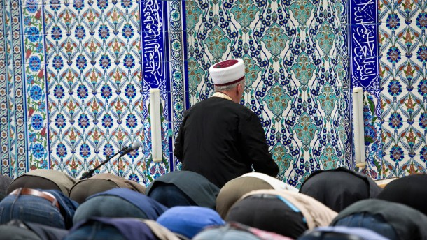In Deutschland predigen 970 aus der Türkei entsandte Imame