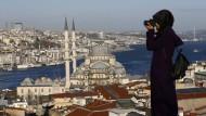 Ein Blick auf die Neue Moschee in Istanbul