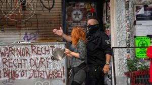 """Festnahmen und Brände vor Räumung von Kiezkneipe """"Syndikat"""""""