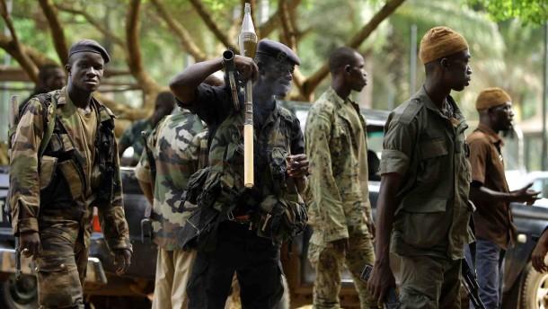 Gbagbo weiter umzingelt - Japans Botschafter angegriffen