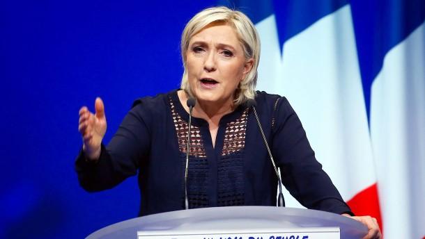 Le Pen wirft Regierung Feigheit bei Terrorbekämpfung vor