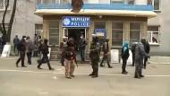 Polizeigebäude im Osten der Ukraine besetzt
