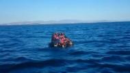 Türkische Küstenwache rettet Dutzende Schiffbrüchige