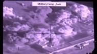 Saudis bombardieren weiter Waffendepots und Konvois der Houthi