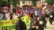 G-7-Gegner ziehen durch Garmisch-Partenkirchen
