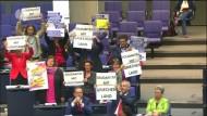 Plakataktion im Bundestag sorgt für Aufregung