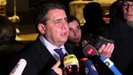 Gabriel nennt Österreichs Entscheidung zu Asyl-Obergrenze Hilferuf an Europa