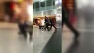 Amateurvideos zeigen Flughafen kurz nach Anschlag