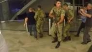 Wie Soldaten ein TV-Studio gestürmt haben