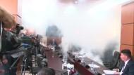Tränengas im kosovarischen Parlament
