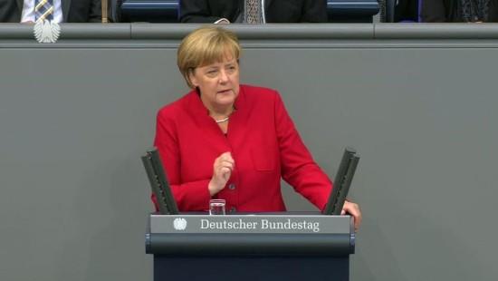 Merkel lobt vor dem Bundestag das Abkommen mit der Türkei