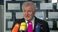 Seehofer begrüßt Merkels vierte Kanzlerkandidatur