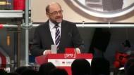 Schulz steckt Kurs bei Arbeit und Rente ab