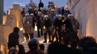Krawalle bei Protesten gegen Sparpaket-Abstimmung