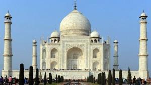 Brennender Kuhmist vergilbt das Taj Mahal