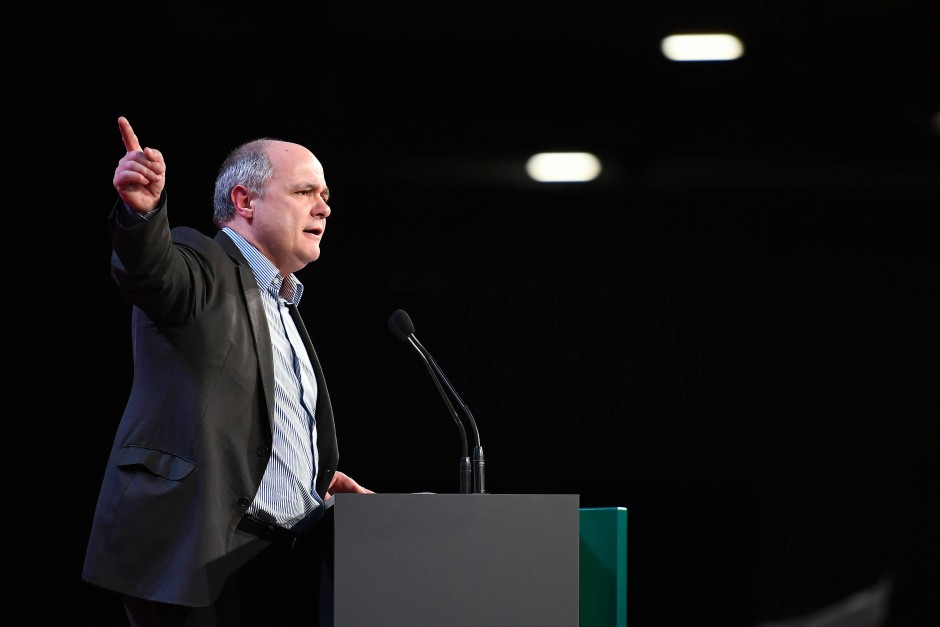 Nachfolger von Cazeneuve im Innenressort ist Bruno Le Roux, der bisher die Fraktion der Sozialisten im Parlament führte.