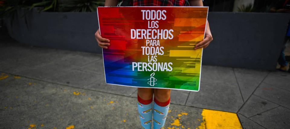 Ein Mitglied der LGBTI-Gemeinschaft trainiert am 12. Juni in Caracas.