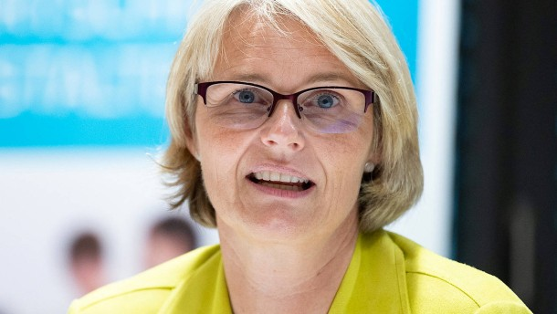 Karliczek weist Grundsatzkritik Kretschmanns zurück