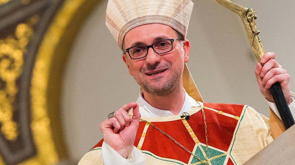 Der Hamburger Erzbischof Stefan Heße (Archivbild von 2015)