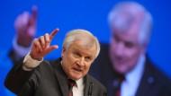Seehofer wettert gegen fünftklassige Politiker