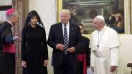 Vier-Augen-Gespräch zwischen Papst Franziskus und Trump