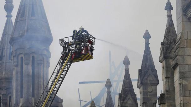 Großbrand verwüstet Basilika in Nantes