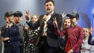 Der Komiker und designierte ukrainische Präsident Wolodymyr Selenskyj moderiert am 29. März in Browary eine Comedy-Show.