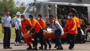 Heck von Air-Asia-Wrack in 29 Metern Tiefe entdeckt