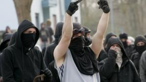 Sechs Monate Haft für deutschen Steinewerfer