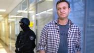 Auf dem Weg der Besserung: Alexej Nawalnyj, hier auf einem BIld aus dem Dezember 2019, ist aus der stationären Behandlung in der Charité entlassen worden.
