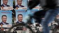 Wahlplakate für Nikola Gruevski, den Vorsitzenden der langjährigen Regierungspartei VMRO