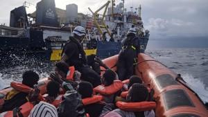 Sea-Watch rettet mehr als 100 Menschen im Mittelmeer
