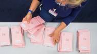 Sortierung der Wahlbriefe in Köln