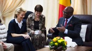 Von der Leyen sagt Mali Unterstützung zu