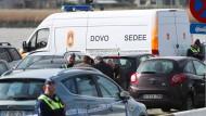 Polizisten und Soldaten vom Kampfmittelräumdienst am Donnerstag in Antwerpen