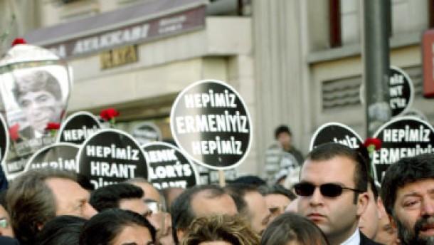 Davutoglu entschuldigt sich für Nazi-Vergleich