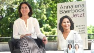 Plagiatsaffäre: Ko-Autor nimmt Baerbock in Schutz