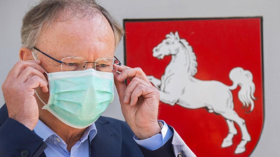 """Niedersächsischer Ministerpräsident Weil: """"Wir sind – nicht nur in Deutschland – schlecht vorbereitet gewesen auf eine Pandemie. Das darf uns, und das wird uns auch nie wieder passieren."""""""