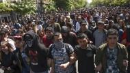 Sie gehen wieder auf die Straße: Oppositionelle Demonstranten protestieren am 17. April in Eriwan