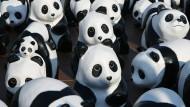 Pandas aus Pappmaschee: Fundraising-Aktion für den WWF in Thailand