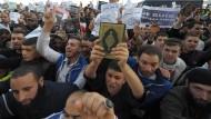 Gewaltsame Proteste gegen Mohammed-Karikatur