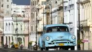 Irgendwie fahrtüchtig: Oldtimer auf der Malecon in Havanna