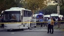 Zahlreiche Verletzte bei Bombenanschlag auf Polizei