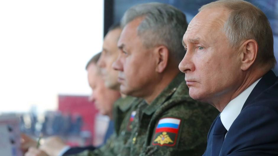 Wladimir Putin am Freitag bei einer Militärübung in Astrachan/Russland