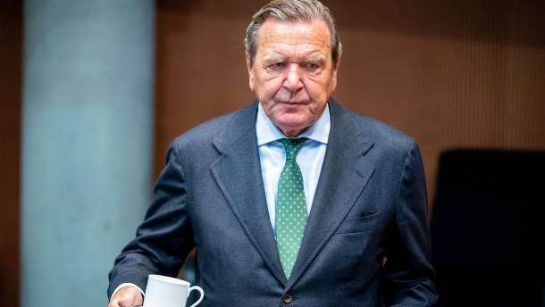 """Nawalnyj nennt Schröder einen """"Laufburschen Putins"""""""