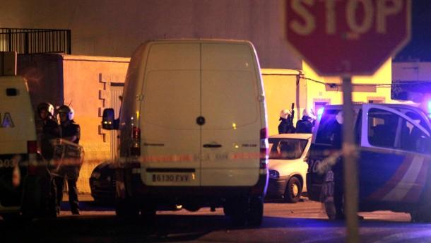 Polizei nimmt mutmaßliche Extremisten fest